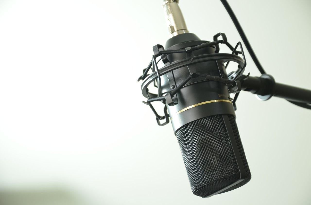 micrófono para dar tu opinión en encuestas como whatusersdo